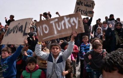 Refugee crisis: Greece begins Turkish deportation of migrants, under EU deal