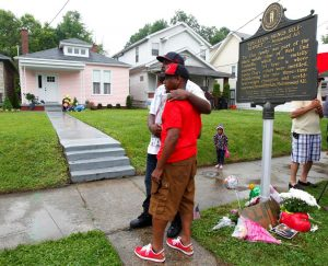 Boxing fans pay their respect to Muhammad Ali at Ali's childhood home in Louisville, Kentucky. REUTERS/John Sommers II