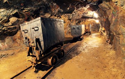 South Africa to Raise Mines Black Ownership Requirements to 30%