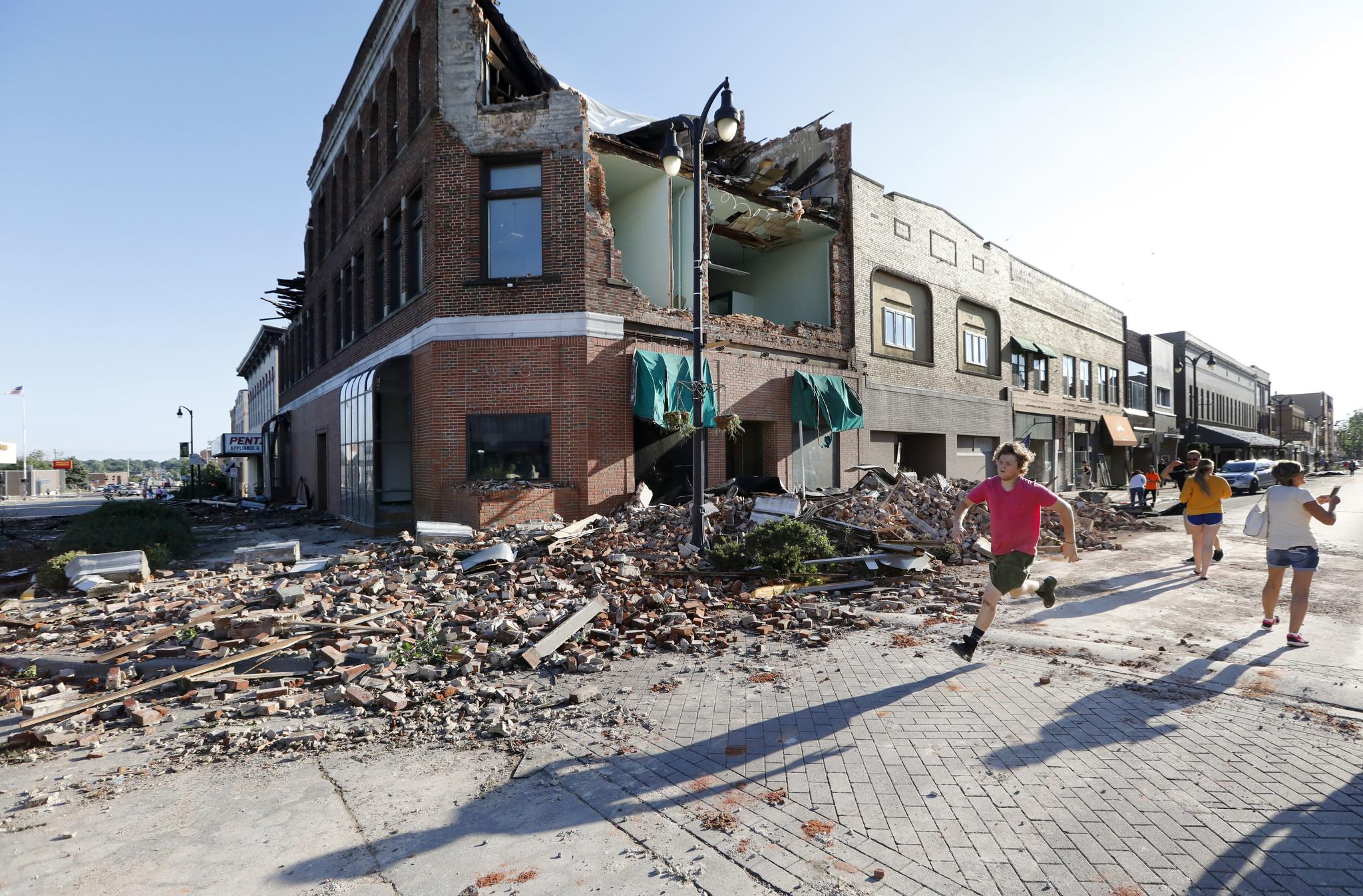 Severe Tornadoes Strike Iowa – At Least 17 People Injured