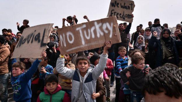 Refugee crisis: Greece begins Turkish deportation of migrants, under EU deal