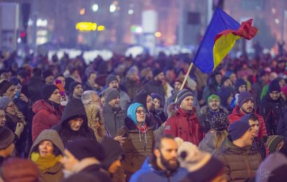 Thousands protest in Romania against corruption law reforms