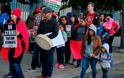 LA teachers reach a deal with LAUSD that could possibly end their strike