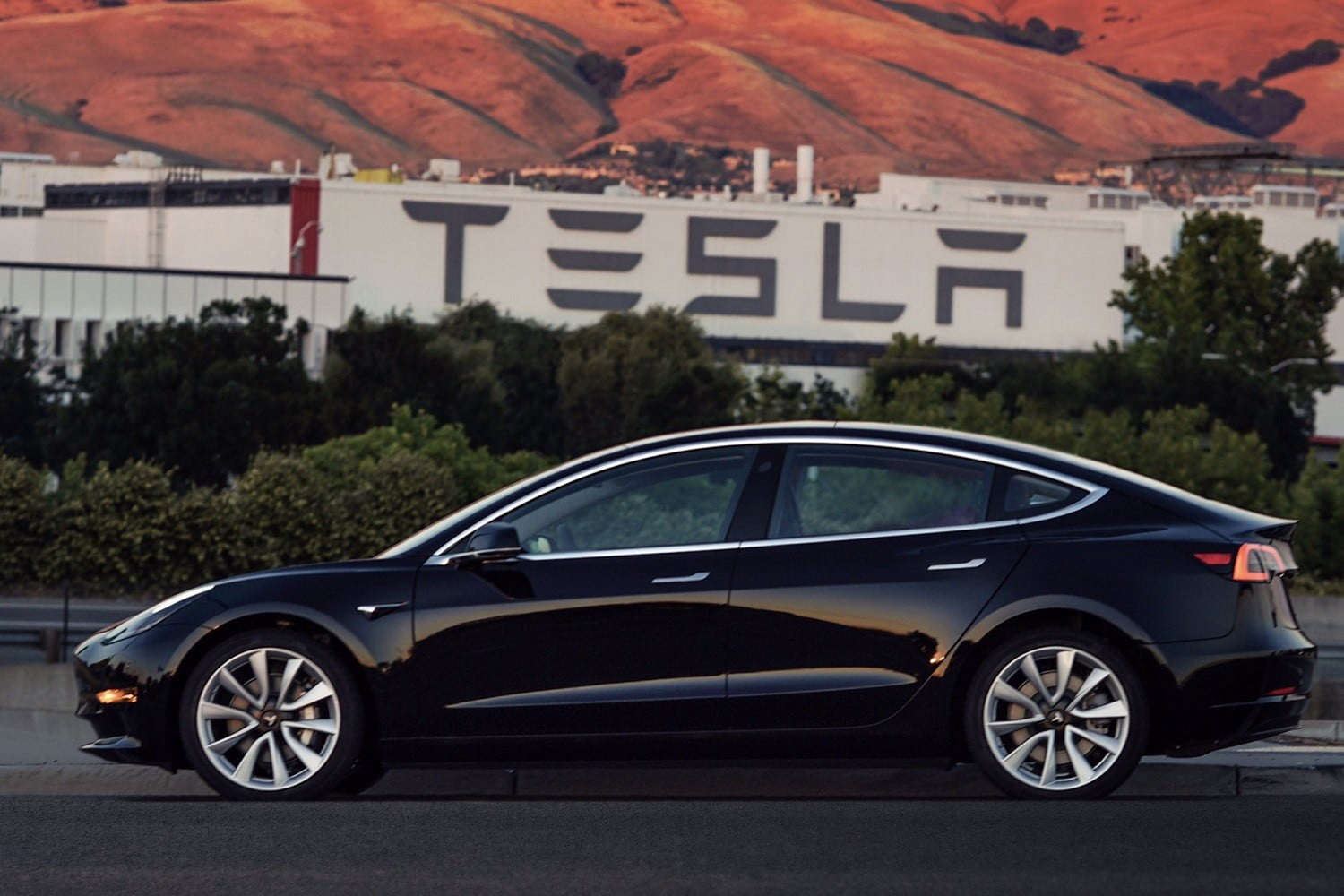 Tesla Starts Delivering Its Model 3 in Europe and China