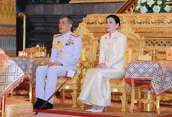 The New Thai King Maha Vajiralongkorn Was Officially Crowned With Public Audience