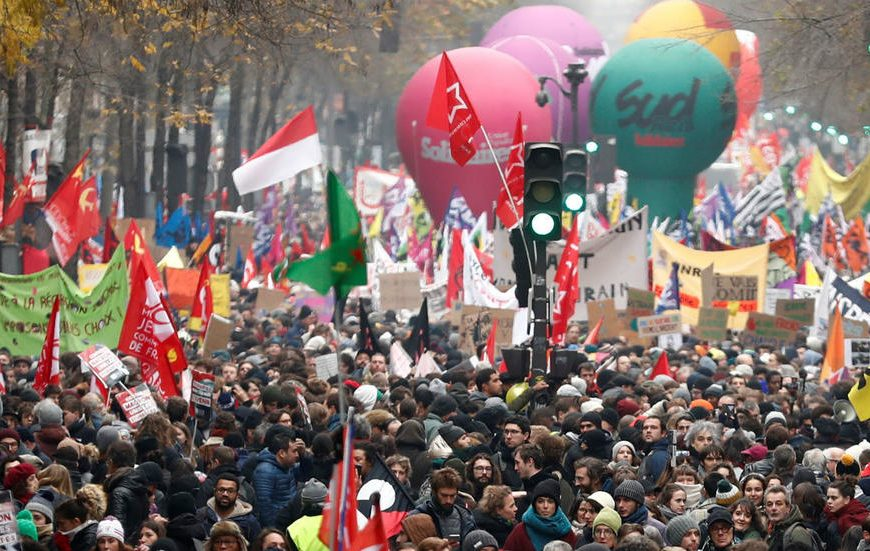 Macron pension reform: France enters second day of strike